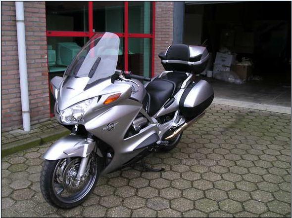 honda-st1300-pan-european-09.jpg