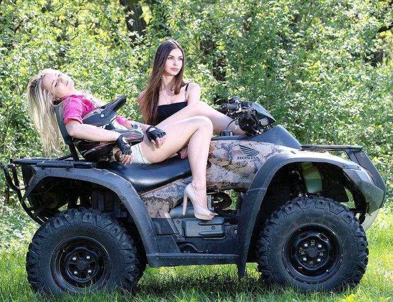фото с девушками моделями на квадроциклах